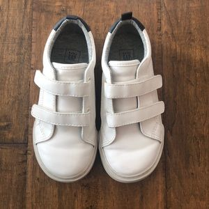 Little boys Gap white velcro shoes